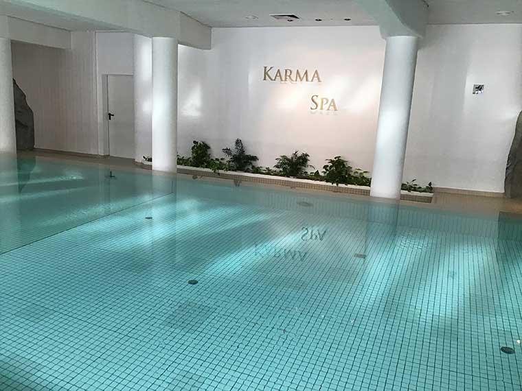 """Schwimmen im Hotel """"KarmaBavaria"""""""